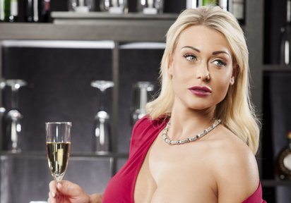 Sweetlinda elegante deutsche Hausfrau vor der Sexcam
